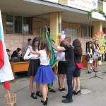 Знаменосците предават знамето